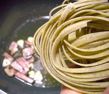 バジル練りこみ麺