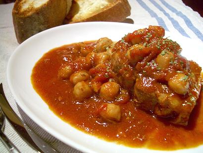 ラムとガルバンゾ、トマトソース